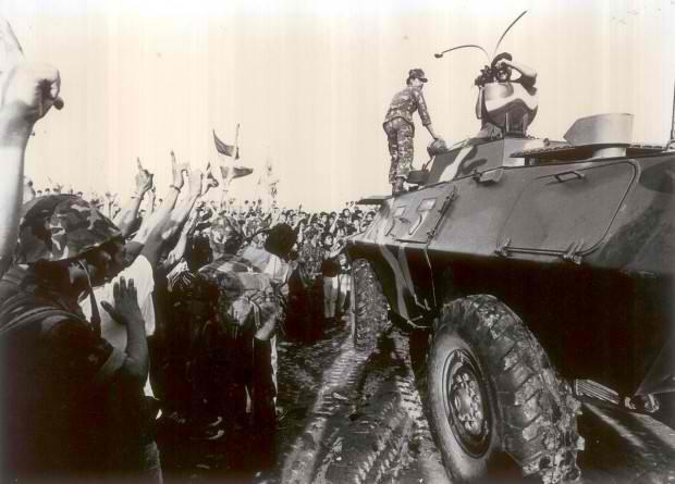1986-Feb-23-Philippine-EDSA-People-Power-Revolution-PHILIPPINE-DAILY-INQUIRER-PHOTO-620x445.jpg