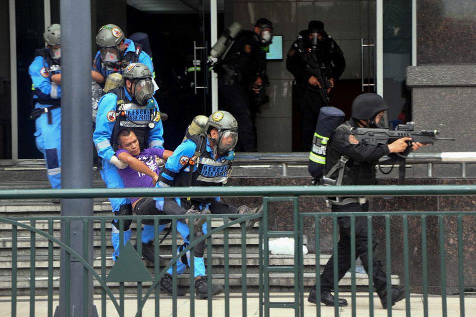 20010303-terrorism-drill-ortigas-mp1.jpg