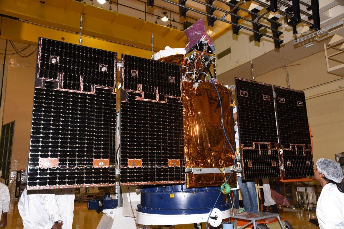 2cartosat-2seriessatelliteundergoingsolarpaneldeploymenttest.jpg