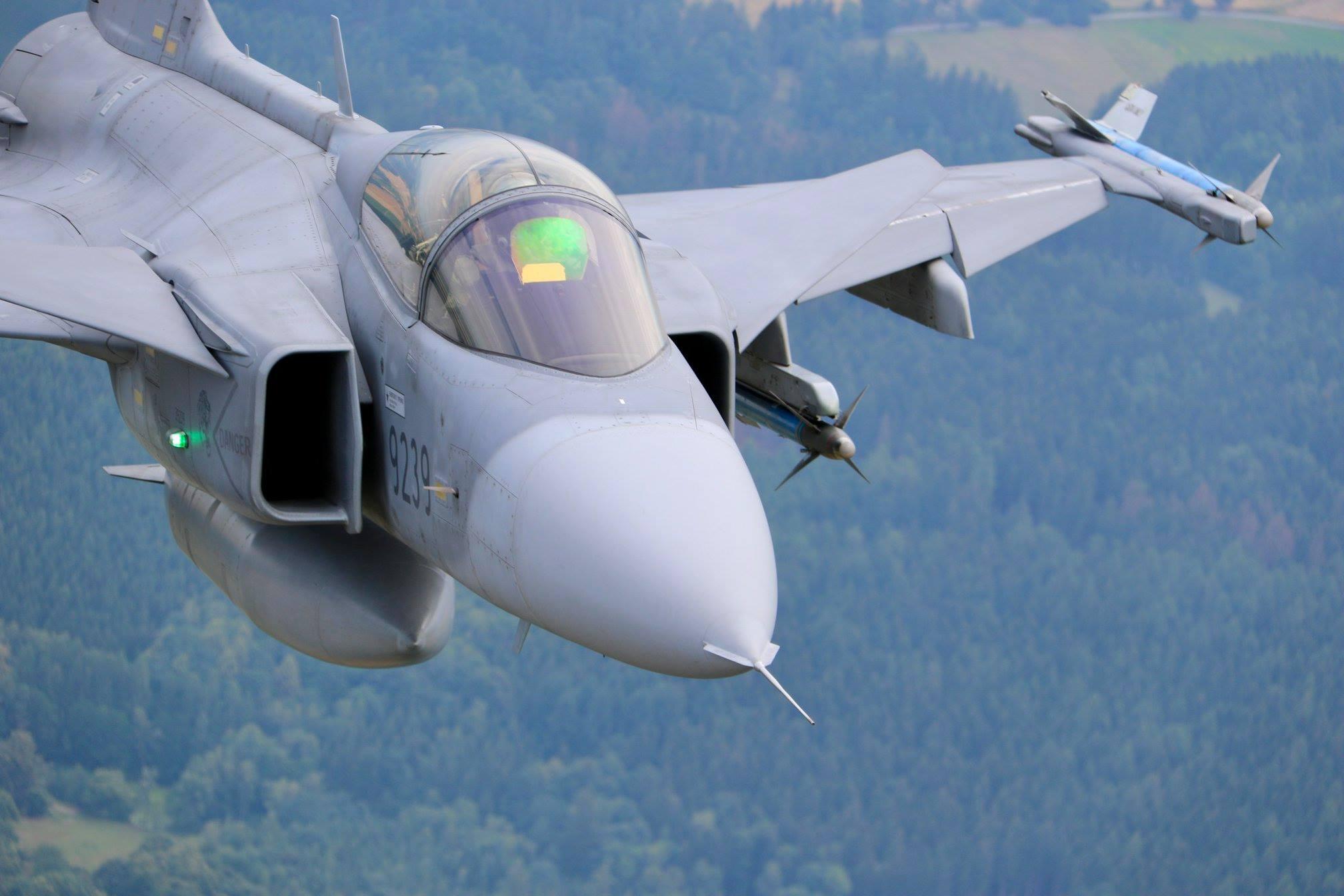 Armée tchèque/Czech Armed Forces - Page 11 37544491_1652997658162231_2446716192765771776_o-jpg