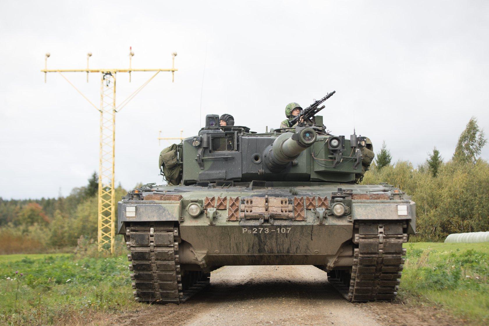 Armée Finlandaise / Finnish Defence Forces / puolustusvoimat - Page 10 41550876_1967725669917479_2381702671510798336_o-jpg