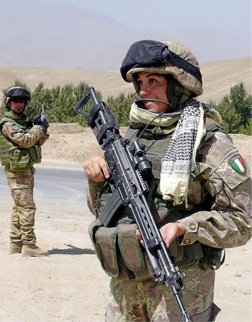 447113d70ec8f872190b1d66836eef3a--italian-army-italian-girls.jpg