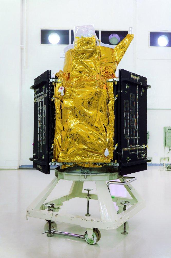 5cartosat-2seriessatelliteinthecleanroomatlaunchcentre.jpg