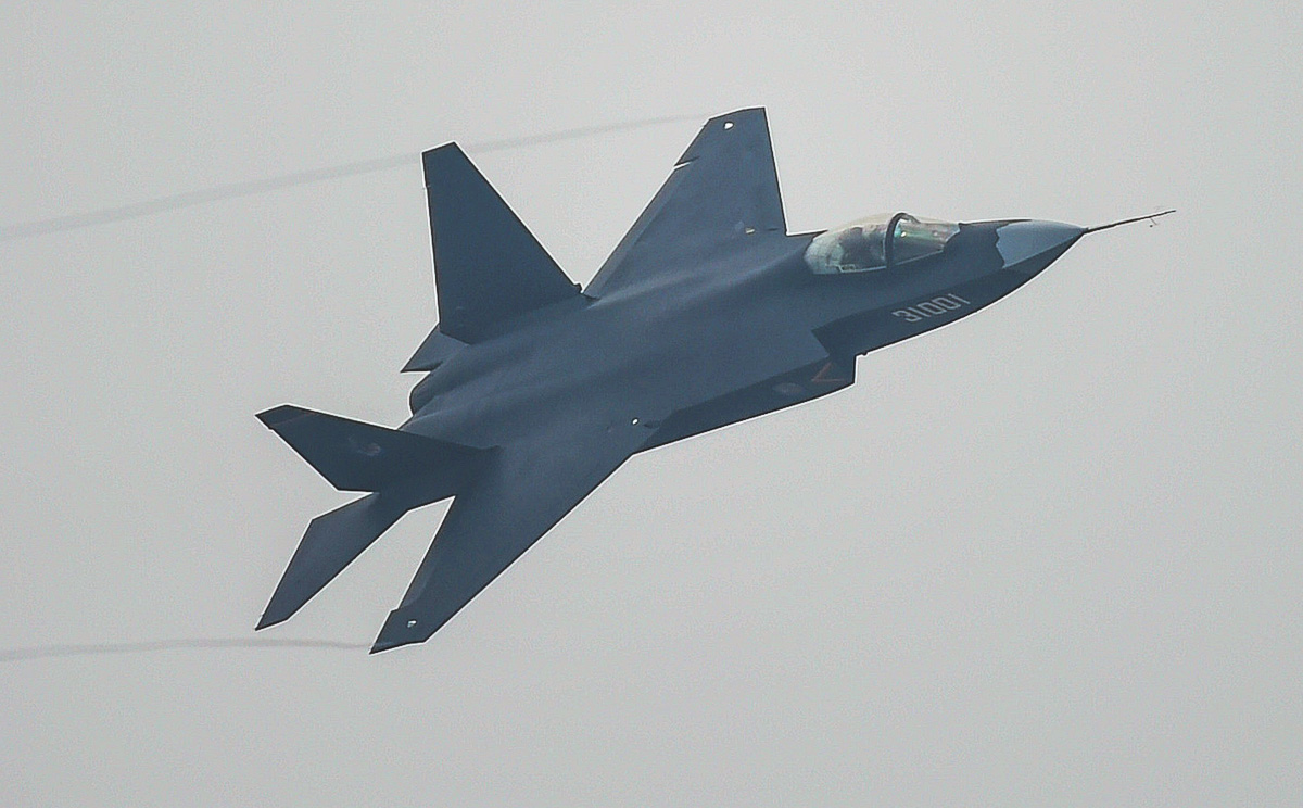 a-j-31-stealth-fighter-performs-at-the-airshow.jpg