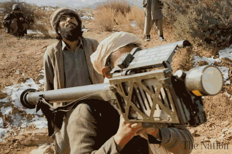 moujahidines Afghan-mujaheddin-armed-with-a-fim-92-stinger-scan-the-sky-for-soviet-aircraft-jpg
