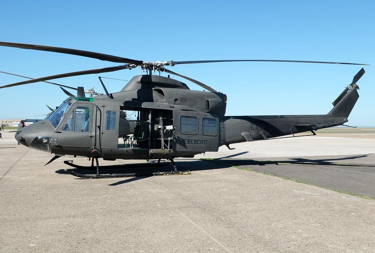 Agusta-Bell_AB-412_Griffon,_Italy_-_Army_JP7374150.jpg