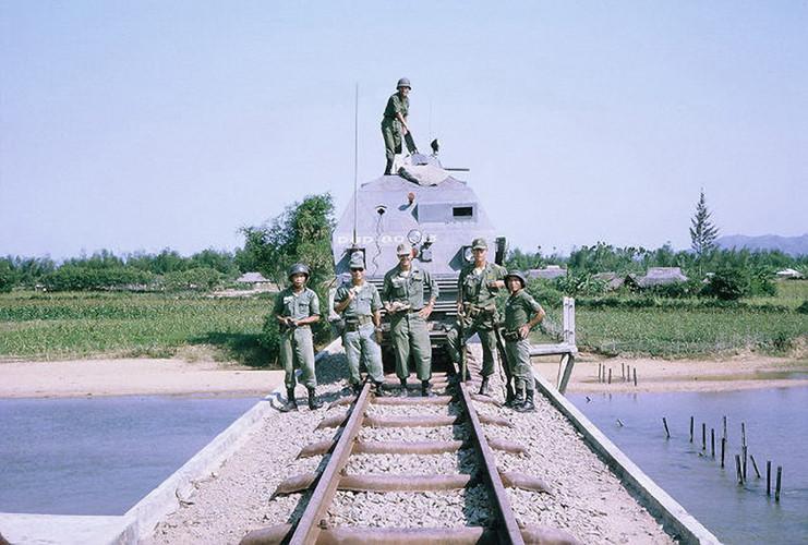 anh-la-ve-tau-hoa-boc-thep-o-mien-nam-truoc-1975-Hinh-8.jpg