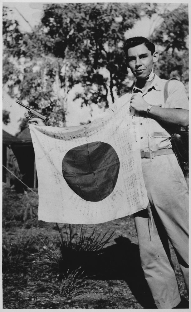 captured jaoanese flag new guinea 1943.jpg