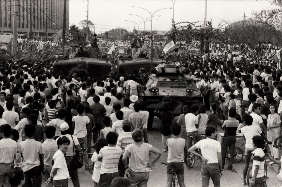 Edsa-1986-People-Power-Romy-Mariano-019.jpg