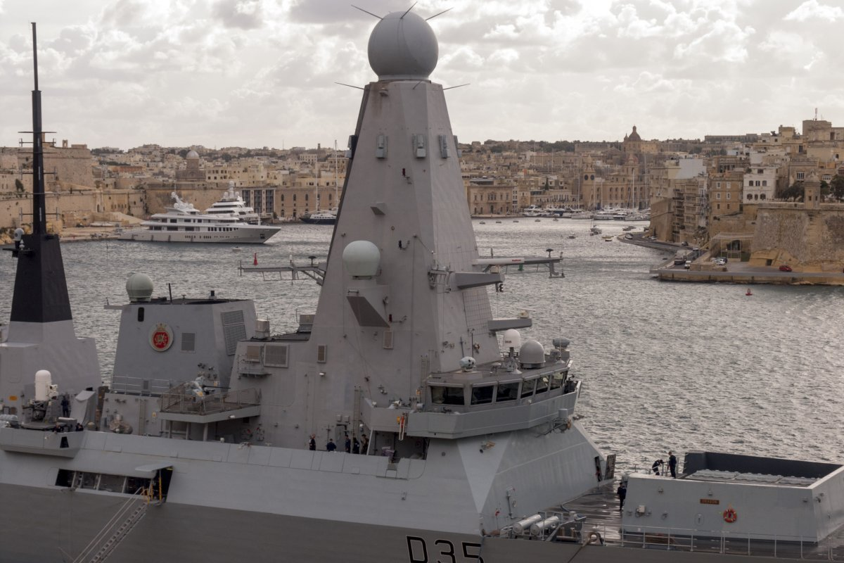 HMS_Dragon_in_Valletta_03.jpg