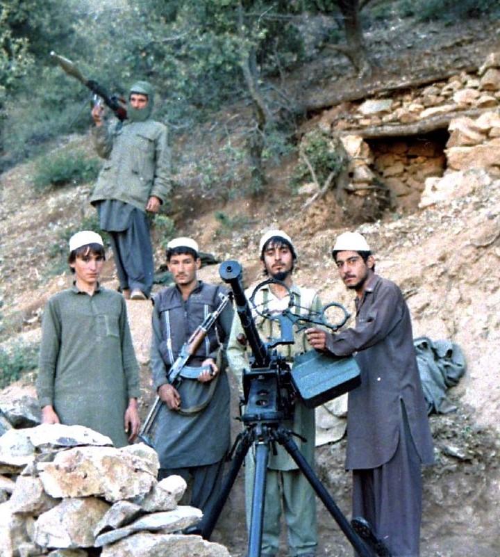 moujahidines Jamiat_e-islami_in_shultan_valley_1987_with_dashaka-jpg