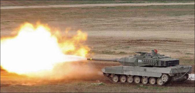 Leopard-2E-firing-01.jpg