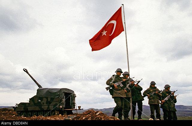 march-1995-iraqturkey-border-turkish-military-raise-their-flag-during-DBD84N.jpg