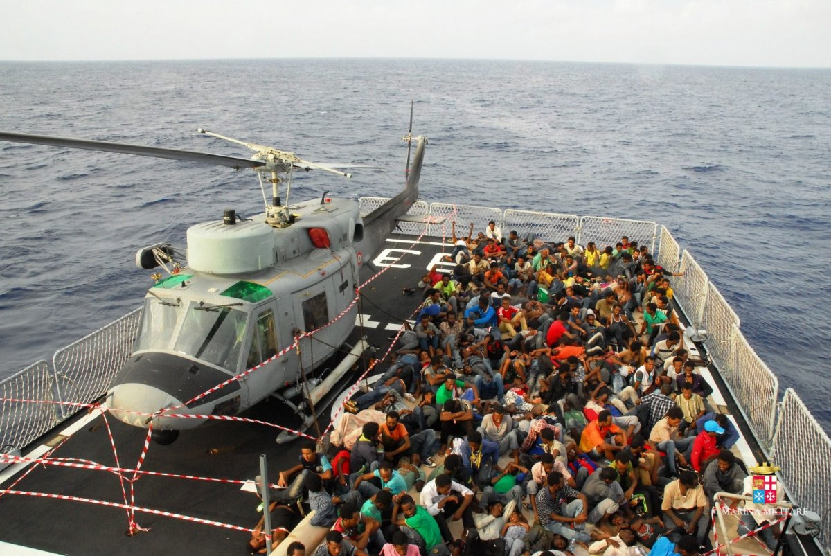 Marina-Militare-Migranti-1.jpg