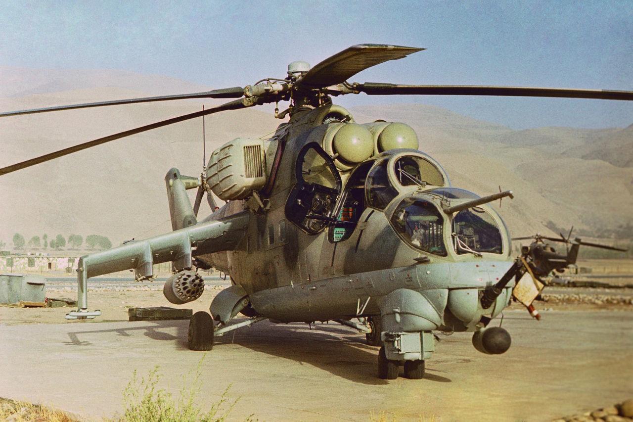avions et hélicoptères soviétique Mi-24v-in-afghanistan-during-the-soviet-afghan-war-jpg