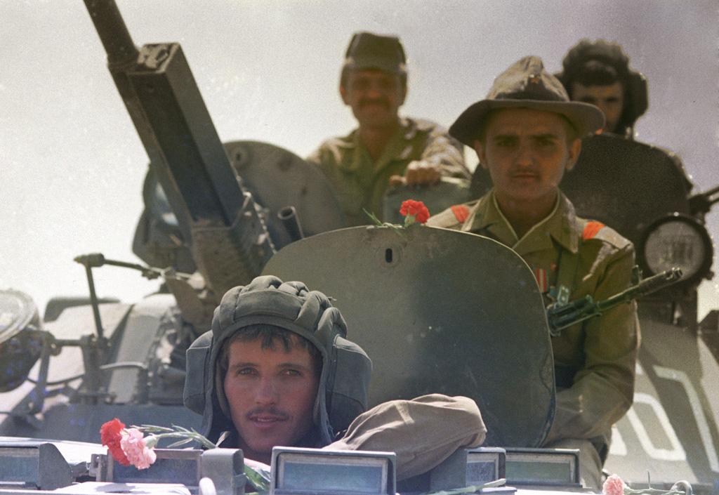 les blindés Rian_archive_642790_soviet_troop_withdrawal_from_afghanistan-jpg