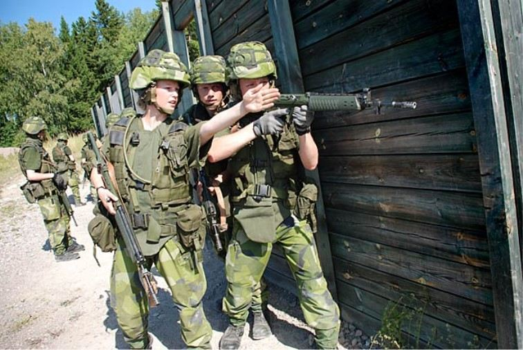 soldiers_combat_military_army_field_uniforms_Sweden_Swedish_002.jpg