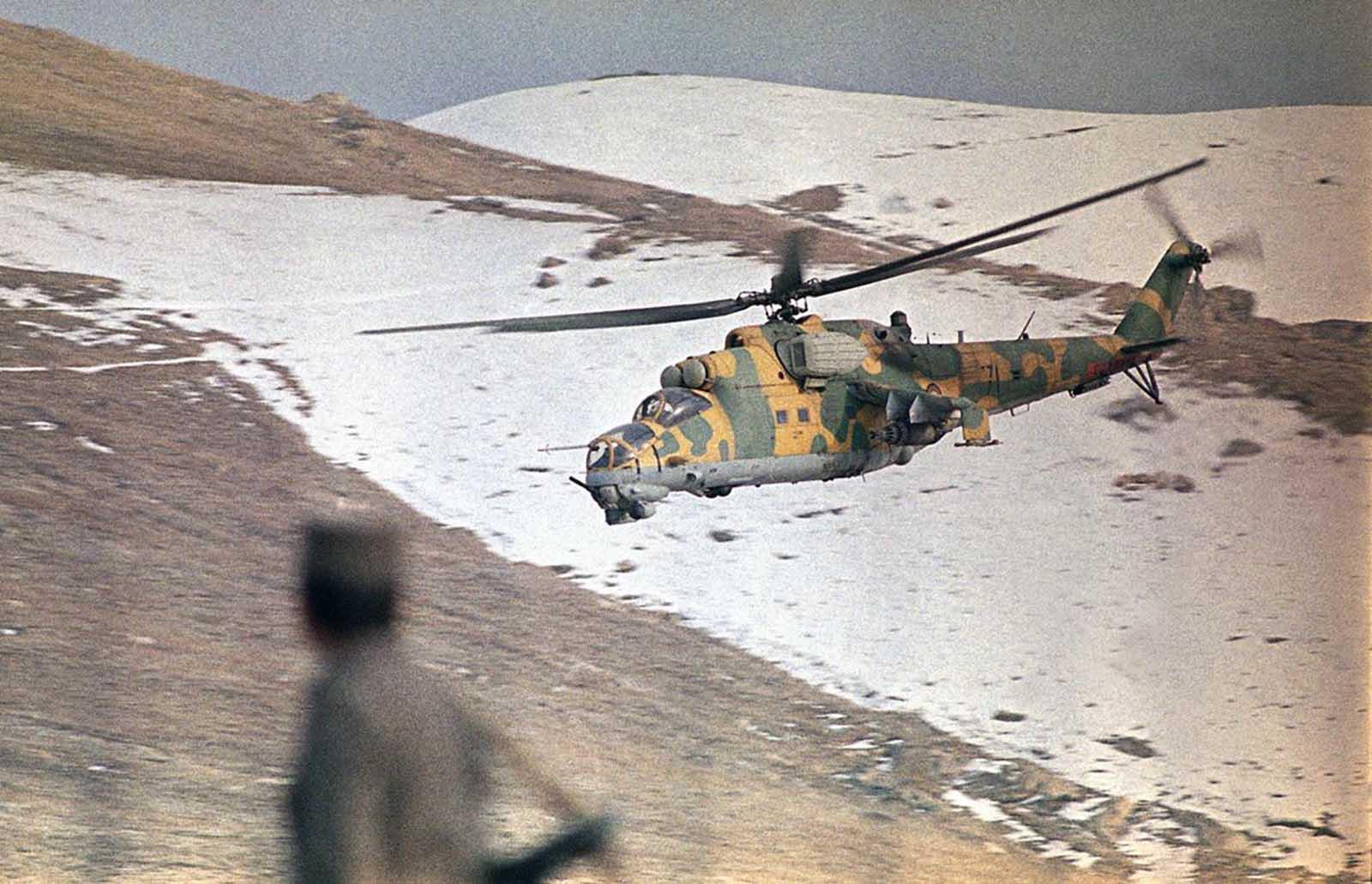 avions et hélicoptères soviétique Soviet_war_in_afghanistan_in_pictures-1-jpg