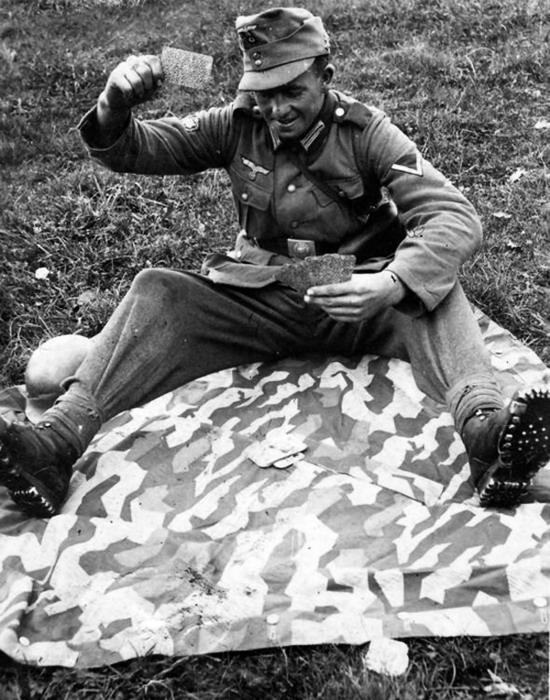 """Résultat de recherche d'images pour """"german soldiers playing cards ww2"""""""