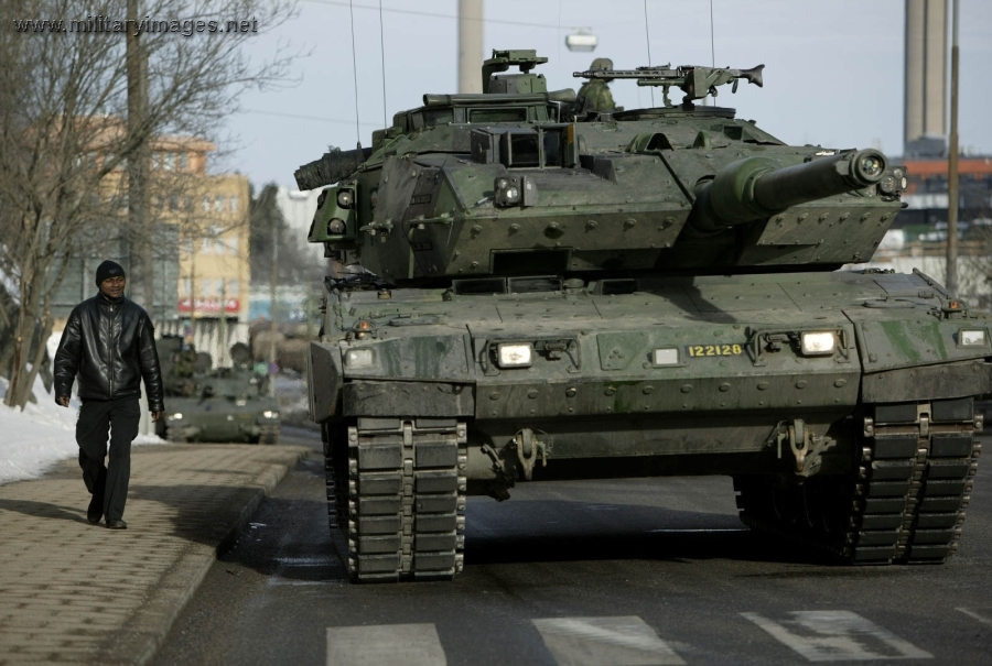 stridsvagn 121 and 122 swedish version of the german leopard ii