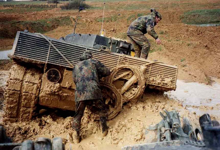 https://www.militaryimages.net/media/stuck-in-mud-leopard-2-a5.23193/full?d=1521493250